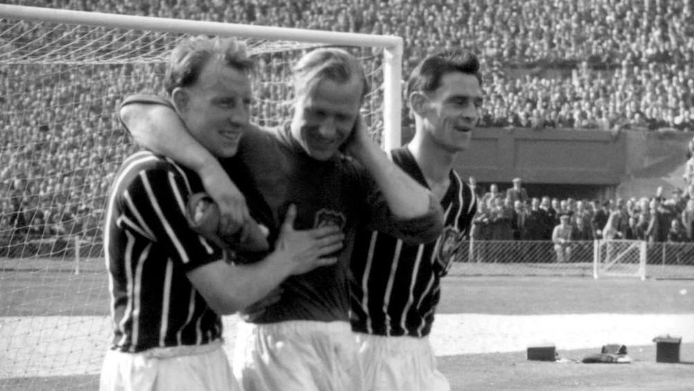 Bert Trautmann Bertanding dengan Leher yang Patah